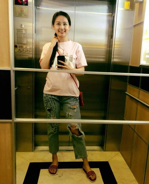 Sắm hàng hiệu bất chấp nhưng Mai Phương Thúy vẫn mặc đồ kiểu gái quê - 1