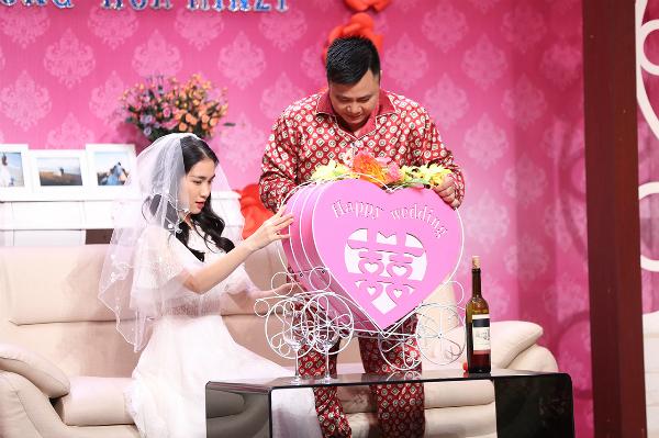 Hòa Minzy phớt lờ khi bị nhắc về chuyện tình với Công Phượng