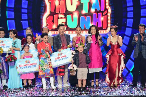 Cậu bé 6 tuổi diễn kịch khiến Việt Hương, Quang Lê khóc nức nở - 2