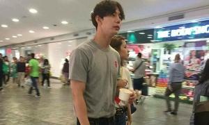 Chi Pu lộ ảnh khoác tay 'bạn trai Hàn Quốc' dạo phố