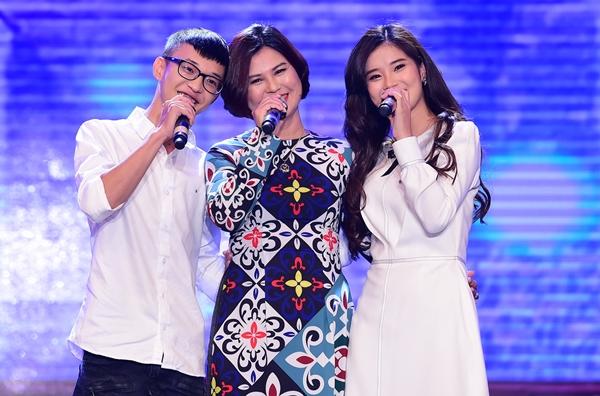 Hoàng Yến Chibi lần đầu kéo mẹ và em trai lên sân khấu hòa giọng - 2