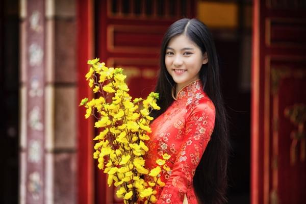 Miss Teen Nam Phương khoe nhan sắc rực rỡ tuổi 18 giữa phố xuân - 1
