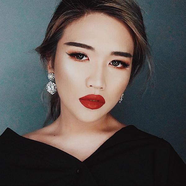 4 nam cao thủ trang điểm Việt mặt hoa da phấn còn hơn con gái - 1
