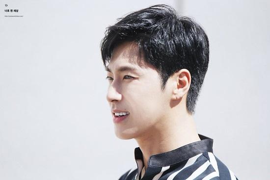 Yun Ho (TVXQ) thừa nhận từng thẩm mỹ lên đời nhan sắc