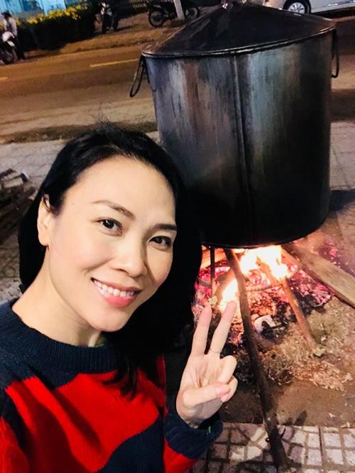 Sao Việt trang hoàng nhà cửa, nấu bánh chưng đón Tết - 5