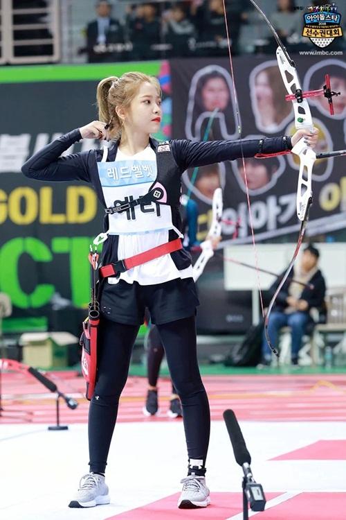 Tzuyu, Irene đẹp như bước ra từ truyện tranh khi thi bắn cung - 3