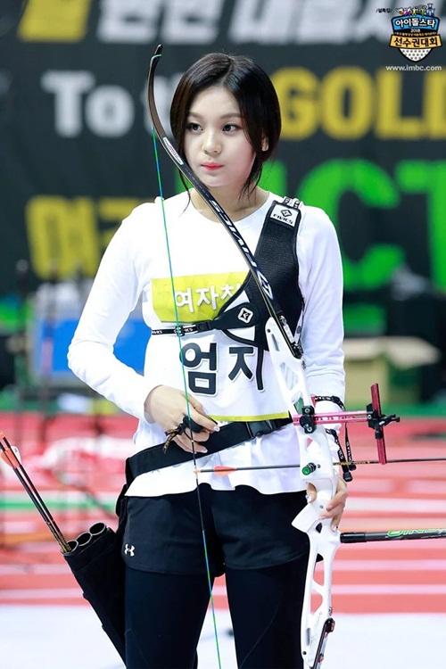 Tzuyu, Irene đẹp như bước ra từ truyện tranh khi thi bắn cung - 4