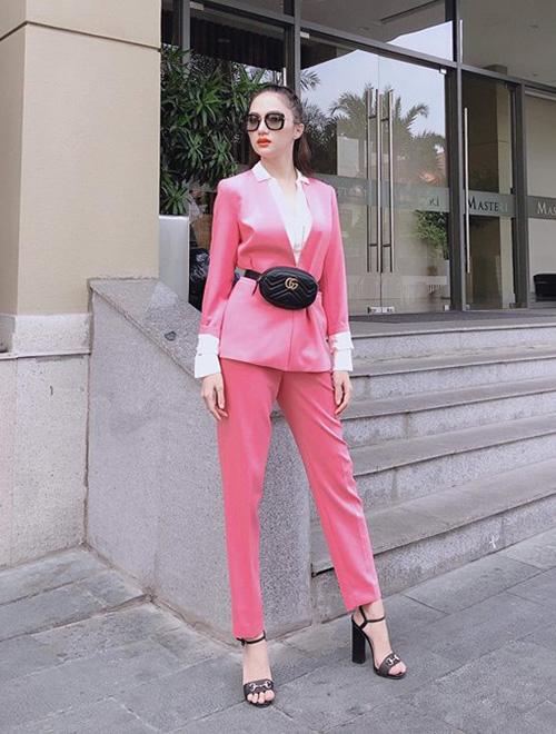 Street style đẹp miễn chê những ngày cận Tết của sao, hot girl Việt - 5
