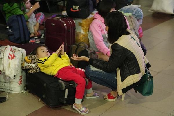 Những chuyến tàu Tết chở theo rất nhiều hàng hóa cũng như hành lý.