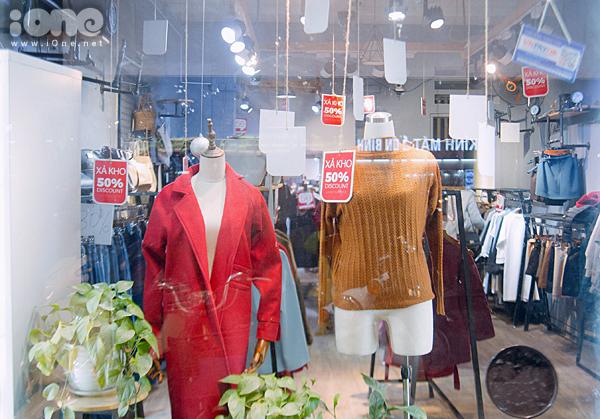 Các phố mua sắm Hà thành bán rẻ như cho, kẹt cứng đến gần nửa đêm - 2