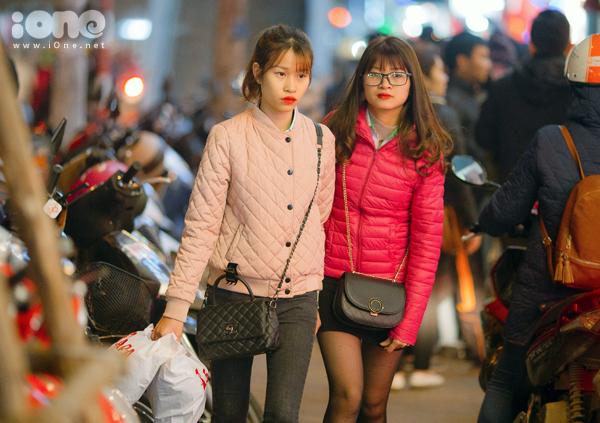 Các phố mua sắm Hà thành bán rẻ như cho, kẹt cứng đến gần nửa đêm - 5