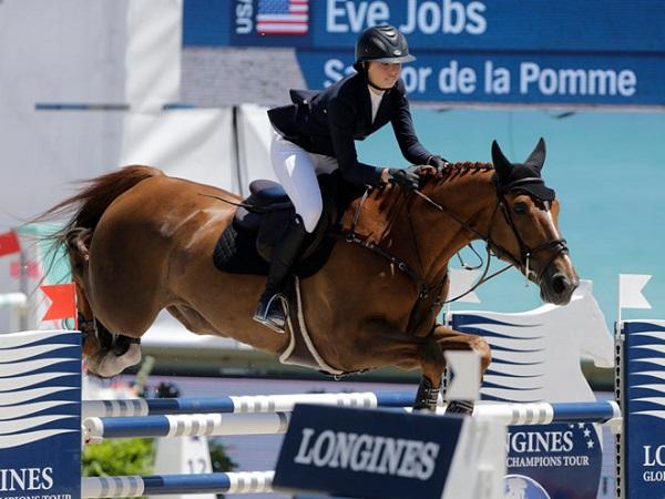 Hội con gái nhà giàu: Xinh đẹp, tài năng và nghiện&cưỡi ngựa - 2