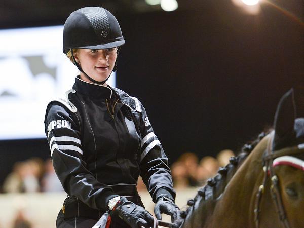 Hội con gái nhà giàu: Xinh đẹp, tài năng và nghiện&cưỡi ngựa - 7