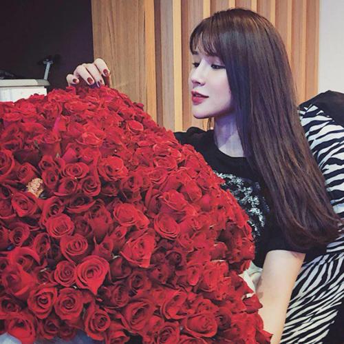 Sao Việt khoe quà, hạnh phúc bên người yêu dịp Valentine - 8