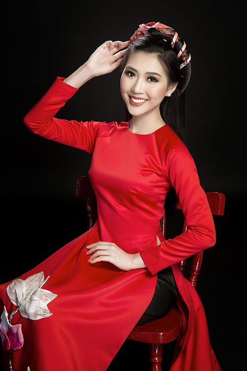 Tường Linh đẹp dịu dàng với áo dài đón Tết - 1