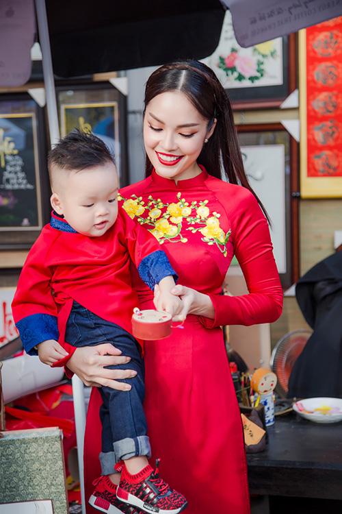 Dương Cẩm Lynh đưa con trai kháu khỉnh du xuân - 3