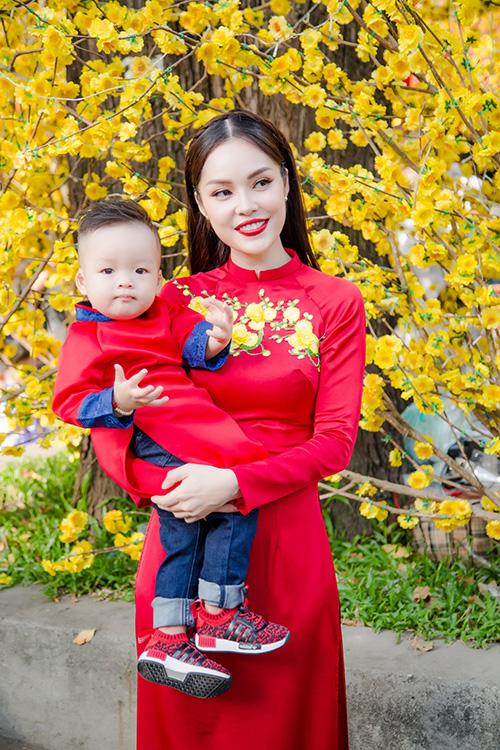 Dương Cẩm Lynh đưa con trai kháu khỉnh du xuân - 5