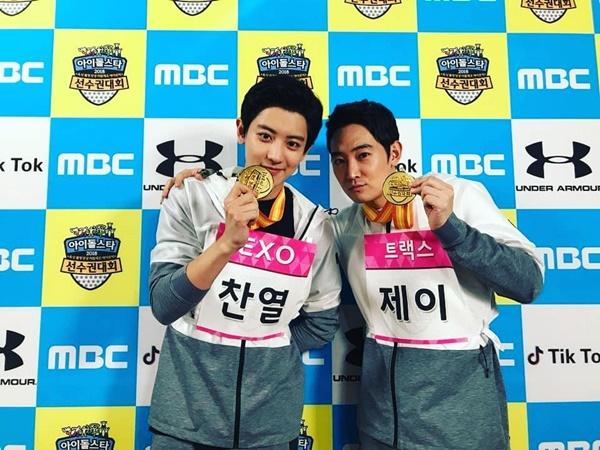 Chan Yeol (EXO) khoe giành được huy chương vàng ở đại hội thể thao idol 2018.