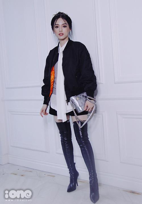 Lục túi những món đồ làm đẹp bất ly thân của Khánh Linh The Face