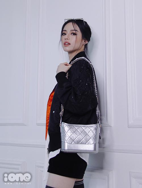 Lục túi những món đồ làm đẹp bất ly thân của Khánh Linh The Face - 1