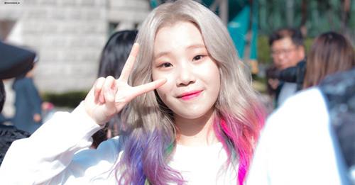 JooE của Momoland gây tranh cãi khi trở thành nhân vật đứng đầu BXH danh tiếng của Hàn.