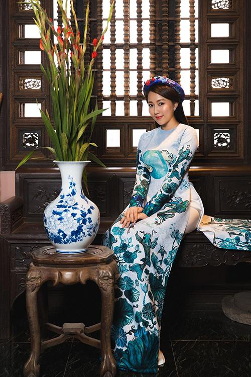 Hot girl Lona Huỳnh khoe vẻ đẹp ngọc nữ với áo dài Tết - 4
