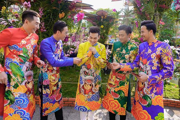 Dàn trai đẹp Vbiz đại náo đường hoa Nguyễn Huệ đầu năm - 2