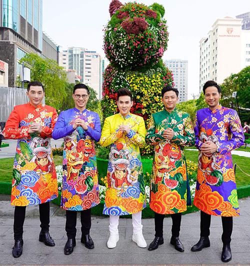 Dàn trai đẹp Vbiz đại náo đường hoa Nguyễn Huệ đầu năm - 1