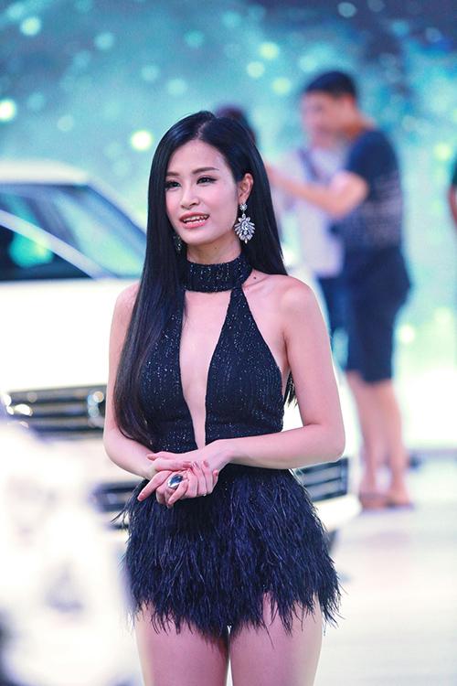 Mới đầu năm, Đông Nhi khiến fan choáng váng khi đăng ảnh bikini - 3
