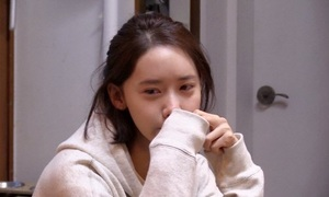 Câu chuyện đằng sau cảnh Yoon Ah khóc vì một bài hát