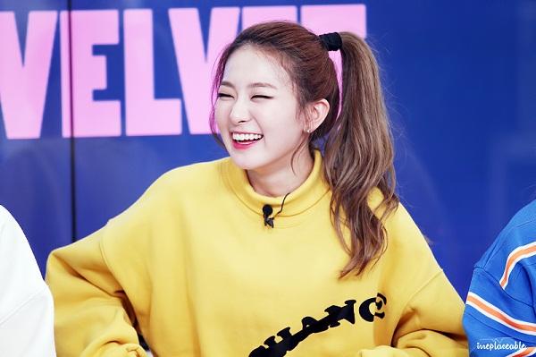 4 bóng hồng xinh đẹp, tài năng vẫn bị lu mờ trước idol cùng nhóm - 1