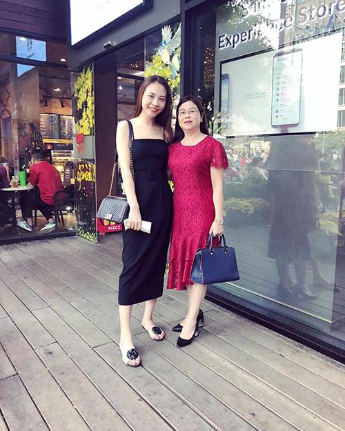 Đàm Thu Trang và mẹ.