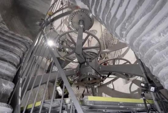 Ông chủ Amazon xây dựng đồng hồ siêu khủng trị giá 42 triệu USD - 2