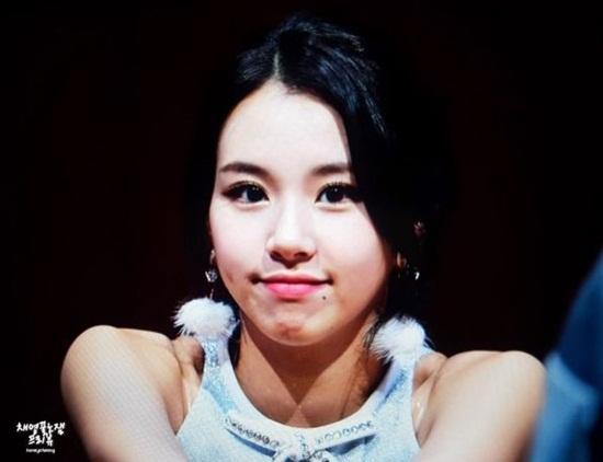 5 idol Hàn thường xuyên khoe nốt ruồi duyên trên mặt