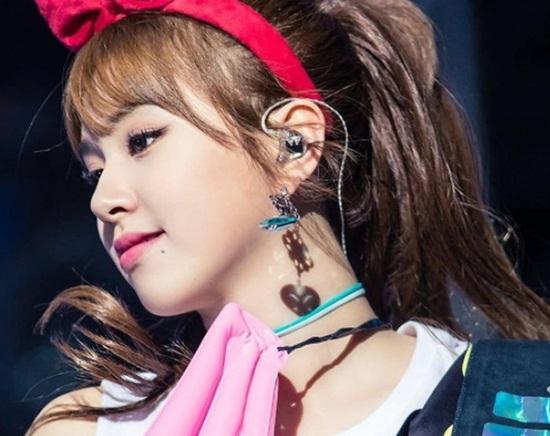5 idol Hàn thường xuyên khoe nốt ruồi duyên trên mặt - 1