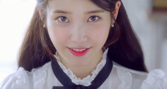 5 idol Hàn thường xuyên khoe nốt ruồi duyên trên mặt - 5