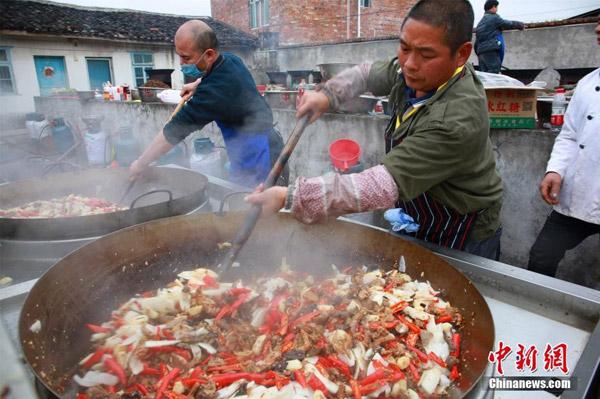 Tiệc tân niên cho 3.000 người tại Trung Quốc chiếm trọn đường làng - 5