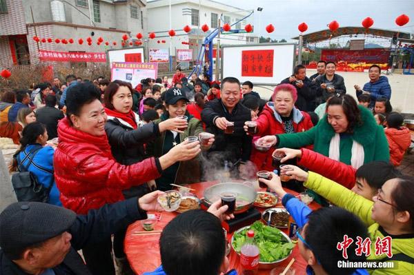 Tiệc tân niên cho 3.000 người tại Trung Quốc chiếm trọn đường làng - 2