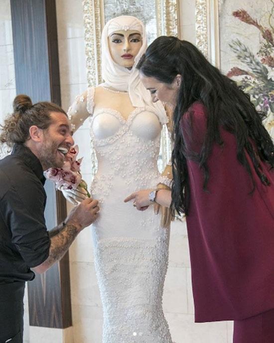 Chiếc bánh cưới đắt nhất thế giới cao to như người - 4