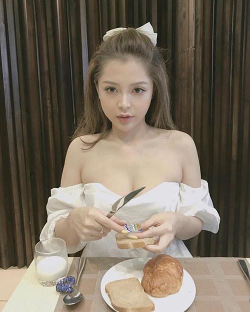 Style sang chảnh, ngập tràn đồ hiệu của bạn gái tin đồn Soobin Hoàng Sơn