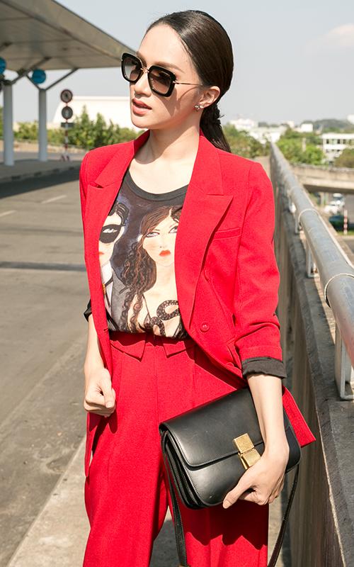 Hương Giang diện cây đỏ cá tính lên đường thi Hoa hậu chuyển giới - 3