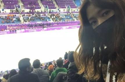 Park Shin Hye cũng giành thời gian để cổ vũ vận động viên Hàn Quốc.