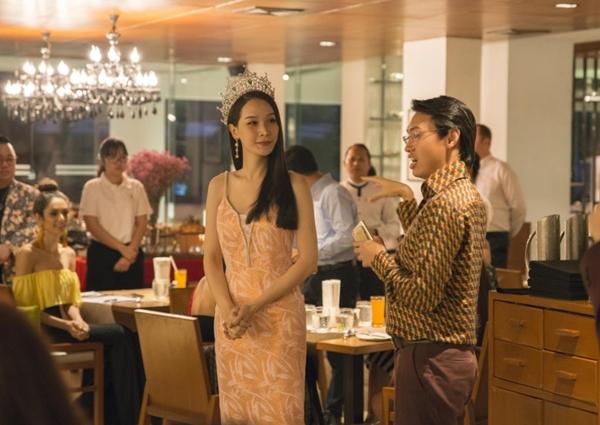 Hương Giang đọ sắc vóc với Hoa hậu chuyển giới Thái Lan - 2