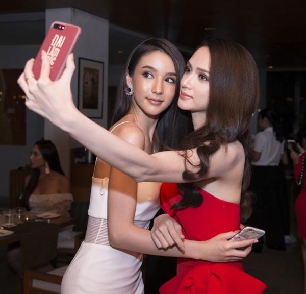 Hương Giang đọ sắc vóc với Hoa hậu chuyển giới Thái Lan - 5