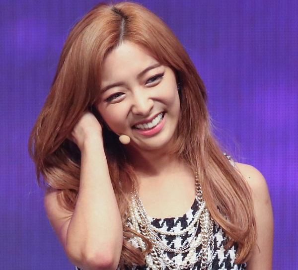 Luna (f(x)) cũng nổi tiếng trong cộng đồng fan Kpop với hàm răng đẹp.