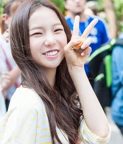 Hàm răng trắng cùng nụ cười tít mắt tạo nên thương hiệu rất riêng của Yu Jin, thành viên nhóm nhạc nữ CLC.