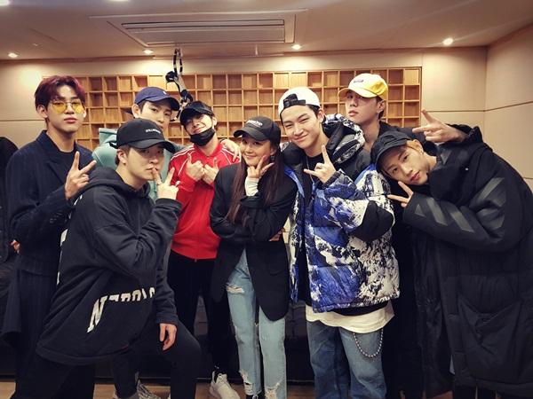 Hyo Rin được trai đẹp GOT7 vây quanh khi hợp tác trong ca khúc mới One and only you.