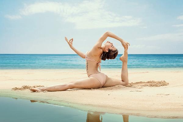 Sao Việt khoe dáng không mỡ thừa với những tư thế yoga đỉnh như làm xiếc