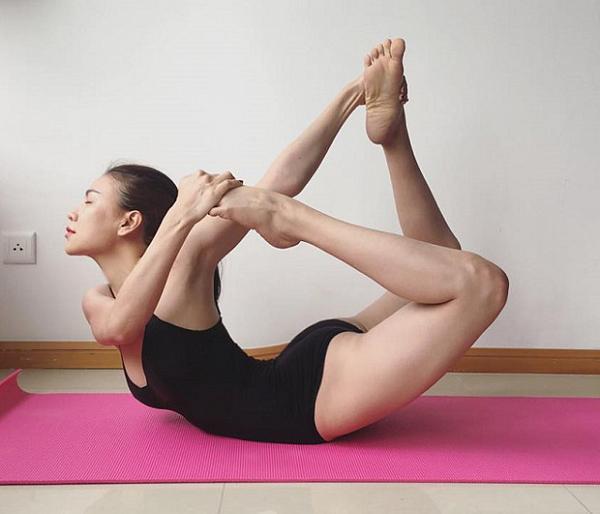 Sao Việt khoe dáng không mỡ thừa với những tư thế yoga đỉnh như làm xiếc - 7