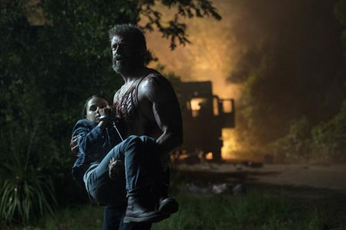 Logan bất lực trong việc bảo vệ gia đình nông dân đã cưu mang mình.